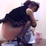 【黄土色の軟便を着衣排泄する羽目に】高橋京香 排泄狂 16 お嬢様 特盛うんこパーティー