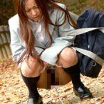 【ブレザーJKがオシッコを漏らして紺ハイソックスを濡らす】櫻井美貴 寒空の下校小便美少女