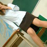 【放課後の教室で小便を垂れ流す女教師】広崎香奈枝 放課後のおもらし面談